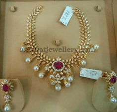 Jewellery Designs: Chic Necklace with Sparkling Diamonds