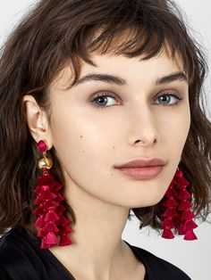 We simply love these bold mixed media tassel earrings. Perfect for those who love to make a statement, these drop earrings dress up everything from crisp separates to your favorite LBD. Bead Embroidery Jewelry, Beaded Jewelry, Jewelry Necklaces, Handmade Jewelry, Diy Jewelry, Jewellery, Tassel Earrings, Crochet Earrings, Drop Earrings