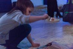 Lionel Cruet, Entre Nosotros (Between Us), 2017, kid playing with sand, audio-visual installation © Lionel Cruet 2017