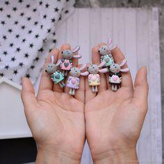 Купить или заказать Брошь Зайка в интернет-магазине на Ярмарке Мастеров. Маленькая Зайка брошка создана из полимерной глины, ее рост вместе с ушками 4,5 см. Ушки и лапки укреплены внутри проволокой. По вашему желанию можно изготовить в любом цвете.