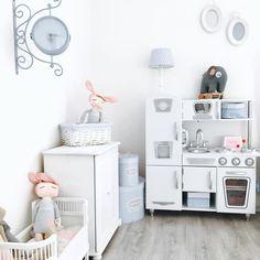 KidKraft White Vintage Kitchen Has Never Looked So Good... #pretendplay  #toykitchen