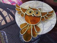 This wonderful owl will certainly get heads turning - if you pardon my pun! A super gift for any lover of the wonderful owl. It has been made using a rich artique amber glass for the body which has lovely striations in the glass, the wings and tail are made using a wispy amber glass