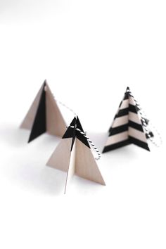 DIY wood Christmas tree ornaments made with Cricut Explore -- Kristi Murphy. Diy Christmas Tree Garland, White Christmas Ornaments, Wood Christmas Tree, Wood Ornaments, Noel Christmas, Modern Christmas, Christmas Crafts, Ornaments Ideas, Xmas