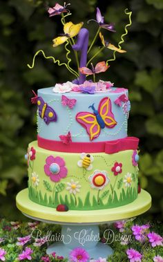 Butterflies garden birthday cake - Butterflies garden themed cake for the very first Birthday of a little girl. I've used bright colors and decorated the top tier with butterflies, made of flower paste. I've just fallen in love with this cake. Garden Birthday Cake, Butterfly Birthday Cakes, Birthday Cake With Flowers, Butterfly Cakes, Birthday Cake Girls, Butterfly Party, Butterfly Flowers, Birthday Ideas, Pretty Cakes