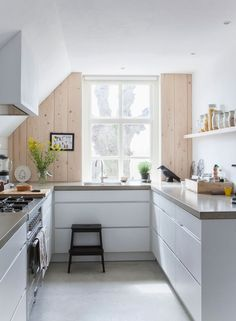 Inspiration - A stunning Dutch home blending old and new. And give-away winner. - my scandinavian home Kitchen Interior, New Kitchen, Kitchen Dining, Kitchen Decor, Kitchen White, Dutch Kitchen, Kitchen Ideas, Kitchen Styling, Kitchen Rules