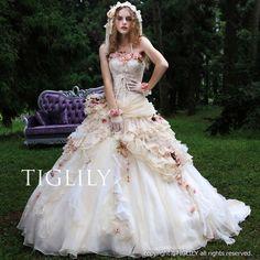 ウェディングドレス、ウエディングドレス、カラードレス、お花、シャンパン