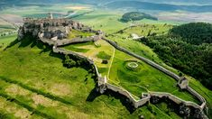 Spiš Castle is among the largest European castles covering up to km. It lies in Slovakia. This place is a UNESCO World Heritage site as of Castle Ruins, Medieval Castle, Beautiful Castles, Beautiful Places, Monuments, Vacation Spots, Pharrell Williams, Nova, Scenery