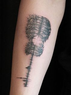 Double exposure guitar tattoo that includes the entire city of Toronto, trees, and a soundwave of his parents and sister saying 'I love you,' located on Shawn Mendes' right inner forearm. Tattoo Artist: Livia Tsang This tatoo has beautiful meaning Shawn Mendes Sister, Shawn Mendes Guitar, Shawn Mendes Tumblr, Up Tattoos, Music Tattoos, Tatoos, First Tattoo, Get A Tattoo, Tattoo Ideas