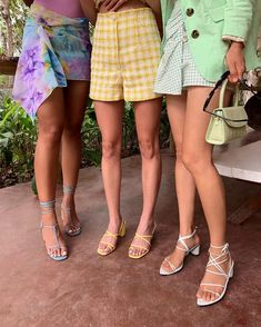 Spring/Summer 2020 Fashion Trends: What We'll be Wearing This Year Trendy Sandals, Outfit With Sandals, Estilo Denim, Summer Heels, Summer Sandals, Summer Outfit, Pastel Fashion, Song Of Style, Womens Fashion