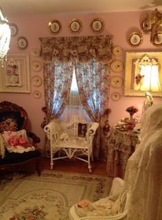 Shabby Chic Beautiful.  Lovely use of wicker.