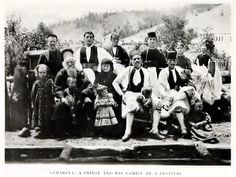 Old Photos, Folk, Projects To Try, Costumes, Concert, Greece, Vintage, Fashion, Old Pictures