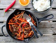 WOK MED BIFF OG APPELSINSAUS | TRINES MATBLOGG Wok, Paella, A Food, Food Porn, Chili, Dinner, Cooking, Ethnic Recipes, Image