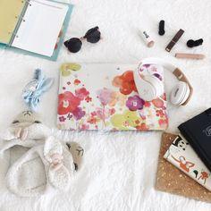 VSCO - #vsco #flatlay #relax #thingsilove #chill #bujo #draw #laptop #headphones #slippers #liptsicks #cliponlenses #headband #sunnies #planner #to-dolist | thelavenderhome