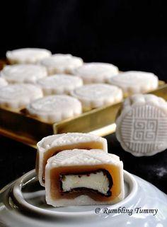 Lychee Martini Snowskin Mooncake (HK flour & Olive oil) (With images) Lychee Martini, Vodka Martini, Armenian Recipes, Irish Recipes, Armenian Food, Chinese Cake, Chinese Food, Korean Food, Mooncake Recipe