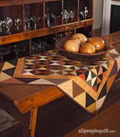 Delight dinner guests with a gorgeous fall table topped with one of these easy autumn table runners. Table Topper Patterns, Quilted Table Toppers, Table Runner Pattern, Quilted Table Runners, Autumn Table, Fall Quilts, Leaf Table, Square Tables, Fall Harvest