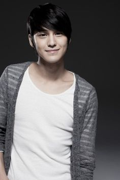 Kim Bum. Perfect Korean man bangs <3