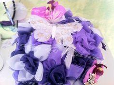 Ramo con flores lilas violetas moradas y mariposas de Algodón de Luna.Ramos  de flores de tela personalizados para novias.   Hand made bridal, wedding bouquet.  informacion@algodondeluna.com         +34606619349  www.algodondeluna.com