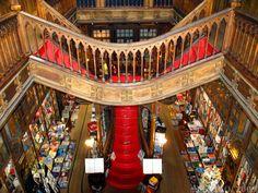 Librería Lello e Irmão, Porto. Librería con historia y de las más bellas. La leyenda dice que inspiró a J.K. Rowling (y si no recuerdas el nombre busca por librería Harry Potter portugal ;))