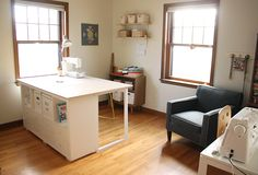 update: my sewing space Counter height sewing/cutting table hackCounter height sewing/cutting table hack Sewing Room Design, Sewing Room Decor, Craft Room Design, Sewing Room Organization, My Sewing Room, Organizing Tips, Ikea Sewing Rooms, Sewing Spaces, Diy Sewing Table