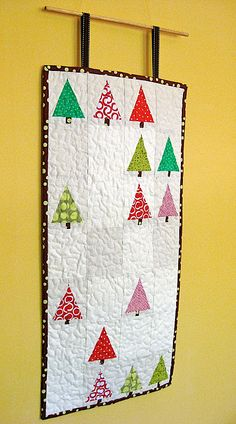 Quilted Christmas tree wall hanging....could put penguins and polar bears in empty spaces