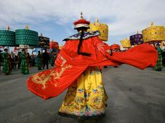 Google Image Result for http://images.nationalgeographic.com/wpf/media-live/photos/000/066/cache/china-imperial-costume_6670_600x450.jpg