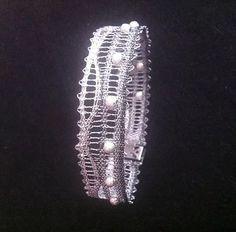 Yarn Crafts, Diy And Crafts, Lace Jewelry, Lace Making, Bobbin Lace, Lace Design, Jewelry Patterns, Tatting, Bracelets