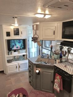 Clever and genius ideas for full time rv living 34 #rvcampertips #openroadliving