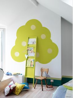 Beautiful green tree bookshelf for Kids bedroom - This is so neat! Bookshelves Kids, Tree Bookshelf, Bookshelf Ideas, Tree Shelf, Bedroom Bookshelf, Narrow Bookshelf, Ladder Bookcase, Ideas Para Organizar, Kid Spaces