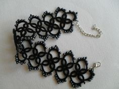 Bracelet dentelle noire, frivolite ,style gothique romantique , victoriene