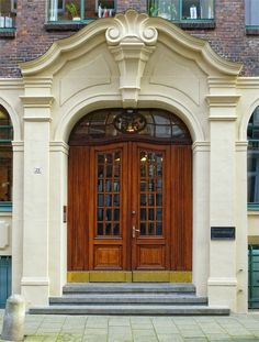 Beautiful Door in Hamburg, Germany. Image/txmx 2.