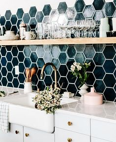 Im loving this hexagon tile!!