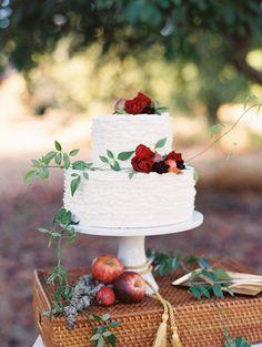 Photography: Landon Jacob | Cake: Krumbs Cake | Design, Concept & Styling: Oliveta Design | Florals: Twigss Floral Studio