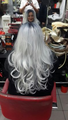 Pin by Crackpot Baby ? on ∘♕∘Planning for Platinum∘♕∘ in 2019 Love Hair, Great Hair, Silver Haired Beauties, Silver White Hair, Long Gray Hair, Hair And Makeup Tips, Platinum Hair, Hair Color And Cut, Pinterest Hair