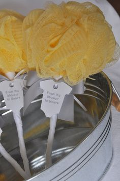 Great idea for a baby shower favor! If I ever get to throw anyone a baby shower. Cadeau Baby Shower, Idee Baby Shower, Baby Shower Yellow, Baby Shower Prizes, Shower Bebe, Baby Shower Gender Reveal, Baby Shower Games, Baby Boy Shower, Gray Baby Showers