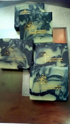 Marbling cold processed soap in oilive oil, coconut oil, palm oil, charcoal and mung bean powder, lavender essential oil, 마블링 CP 비누, 숯가루, 녹두, 라벤더 등
