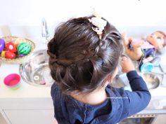 Penteado para crianças meninas em dia de festa - trança embutida formando uma coroa no alto da cabeça