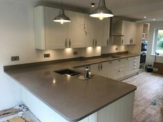 Magnifico De Lusso - Hitchin, Hertfordshire - Rock and Co Granite Ltd L Shaped Kitchen, How To Run Longer, Granite, Kitchen Island, Simple, Home Decor, Island Kitchen, L Shape Kitchen, Decoration Home