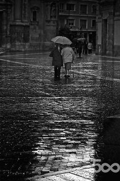 Bajo la lluvia by Mariano Belmar (Mariano_Belmar) on 500px.com