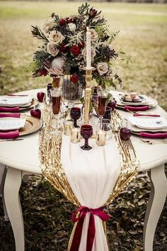 Marsala Wedding Table Decor / http://www.deerpearlflowers.com/burgundy-and-gold-wedding-ideas/