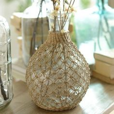 Go global chic with our Tan Vintage Rattan Glass Vase!Simple and Creative Tips Can Change Your Life: Concrete Vases Home clear floor Easy And Cheap Unique Ideas: Vintage Copper Vases geometric vases side tables.Painted Pottery Vases old vases Wine Bottle Art, Diy Bottle, Wine Bottle Crafts, Macrame Design, Macrame Art, Macrame Projects, Jute Crafts, Diy Home Crafts, Vase Design