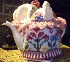 I knit my first tea-cozy quite a few years ago. I started to knit them seriously when I was involved in opening a Tea Room inside a Deli – McLean's… Tea Cosy Pattern, Knitted Tea Cosies, Crochet Cozy, Crochet Ideas, Crochet Kitchen, Tea Cozy, Weaving Patterns, Mug Rugs, Knitting Projects