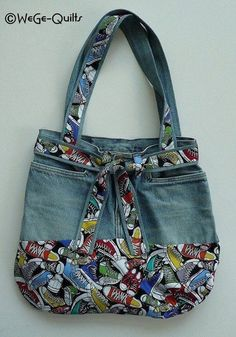 "Most recent Photographs ""MADE NEW FROM OLD"" bag Concepts I really like Jeans ! And even more I love to sew my own Jeans. Next Jeans Sew Along I am likely t Patchwork Bags, Quilted Bag, Denim Patchwork, Bag Quilt, Diy Sac, Denim Handbags, Denim Purse, Denim Crafts, Jean Crafts"