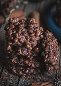 Galletas de avena y chocolate sin horno. Chocolate crunch saludable Healthy Dessert Options, Healthy Snacks, Healthy Recipes, Avena Recipe, Snacks Saludables, Tasty, Yummy Food, Yummy Cookies, Sweet Recipes