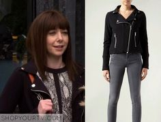 Lily Aldrin (Alyson Hannigan) wears this black biker jacket in this episode of How I Met Your Mother (HIMYM). It is the [...]