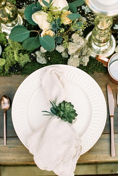 Woodland wedding inspiration, Succulent wedding, Bohemian table, Wedding place s… - Modern Table Place Settings, Wedding Place Settings, Bridal Shoot, Wedding Shoot, Table Wedding, Wedding Ideas, Wedding Trends, Wedding Details, Wedding Planning