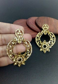 Rez+Steh elegant Golden stone earrings