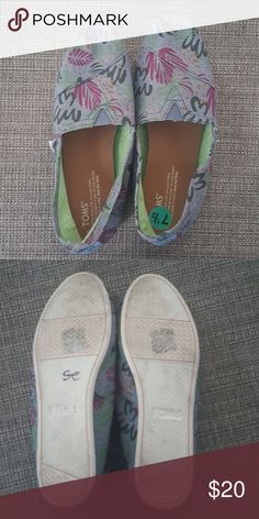 TOMS Hawaiian Denim Print Worn twice, great condition. Toms Shoes Flats & Loafers