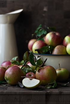 LOVE the light - like a Dutch old master painting. Apple still life by Aisha Yusaf