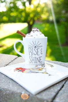 Rise and shine! Love the look of this coffee drink in our mug. Pottery Painting, Ceramic Painting, Presents For Friends, Gifts For Kids, Happy Fathers Day, Fathers Day Gifts, Father's Day Breakfast, Diy Father's Day Gifts Easy, Diy Hacks