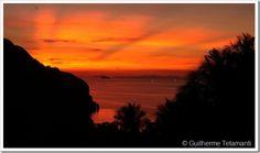 """A ilha de Koh Phi Phi, localizada no sul da Tailândia, é um dos destinos turísticos mais procurados do país, ainda mais com a fama que recebeu após ser palco do filme """"A Praia"""". Na verdade, o filme foi rodado em Maya Bay, uma praia numa ilhazinha bem próxima a Ko Phi Phi."""